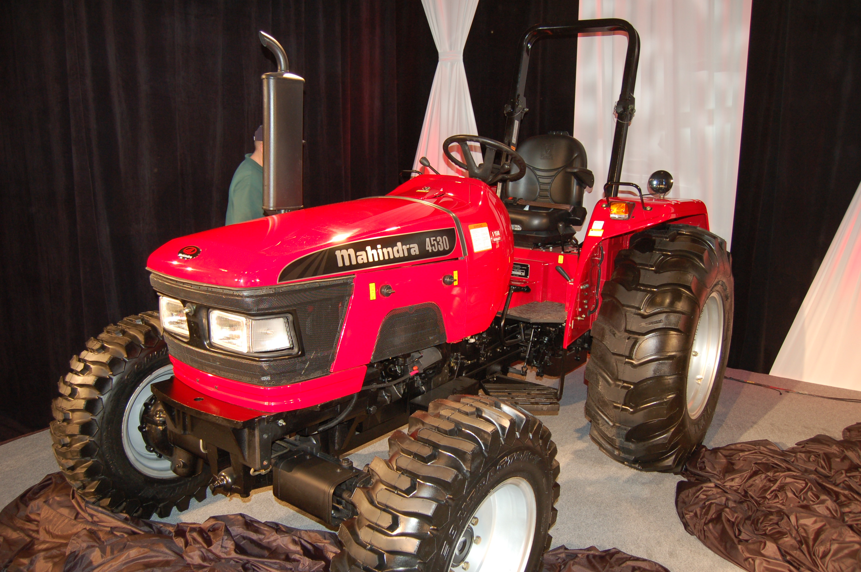 Web Exclusives Mahindra Unveils New Products, Names Top Dealers
