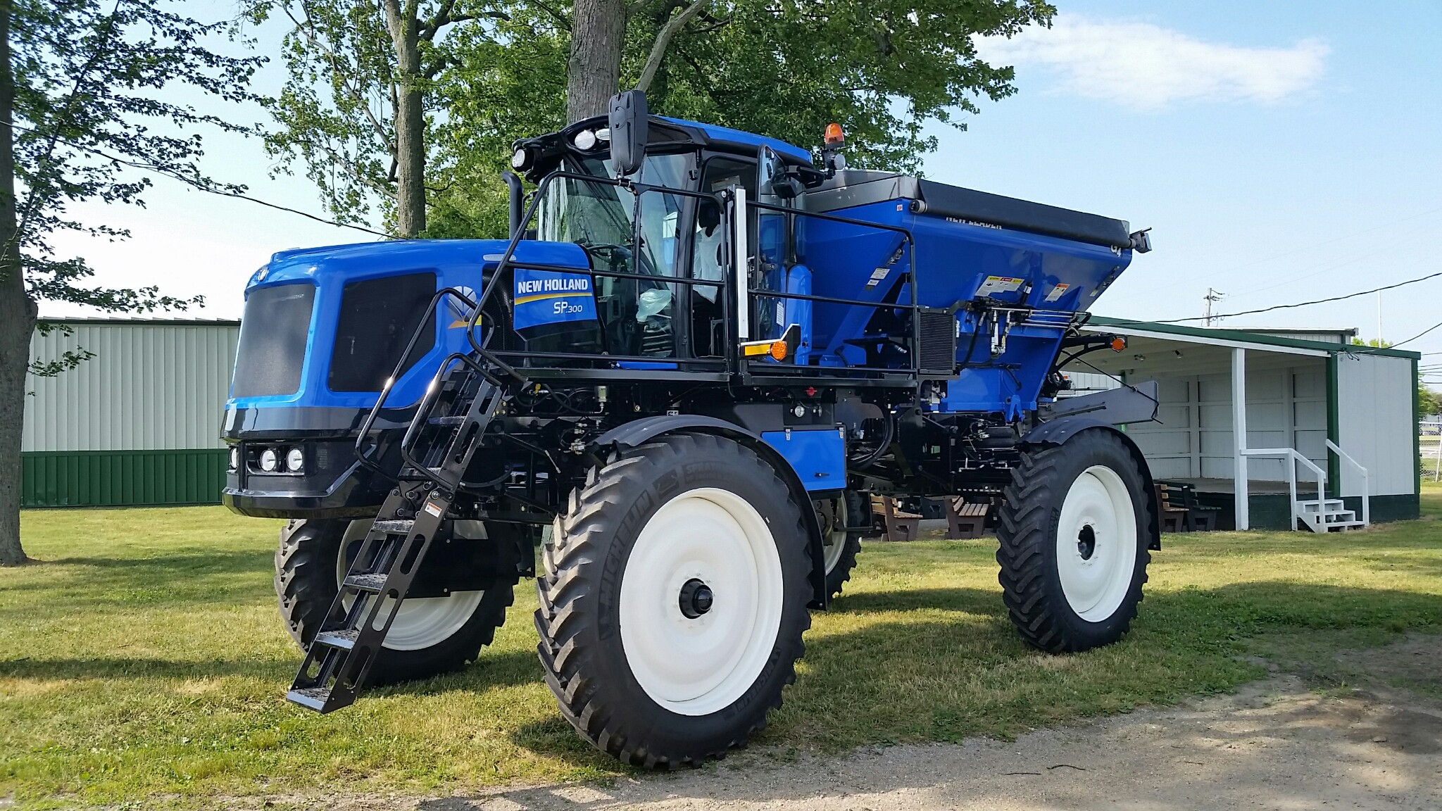 Boom Sprayers For Tractors : New holland launches guardian my series rear boom