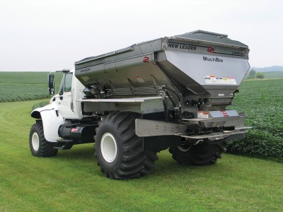 This New Leader L4000G4 spreader with a MultiBin body is able to apply up to four fertilizer/micronutrient products simultaneously.