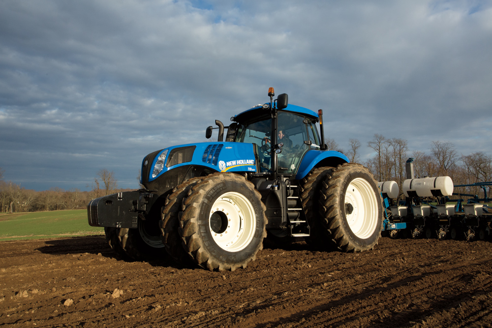 New Holland Introduces a New, Modern GENESIS Tractor