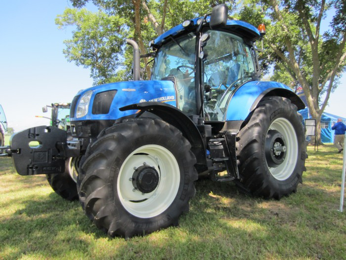 New Holland Launches T6 Auto Command Tractors